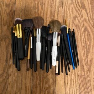 22 MAKEUP BRUSHES